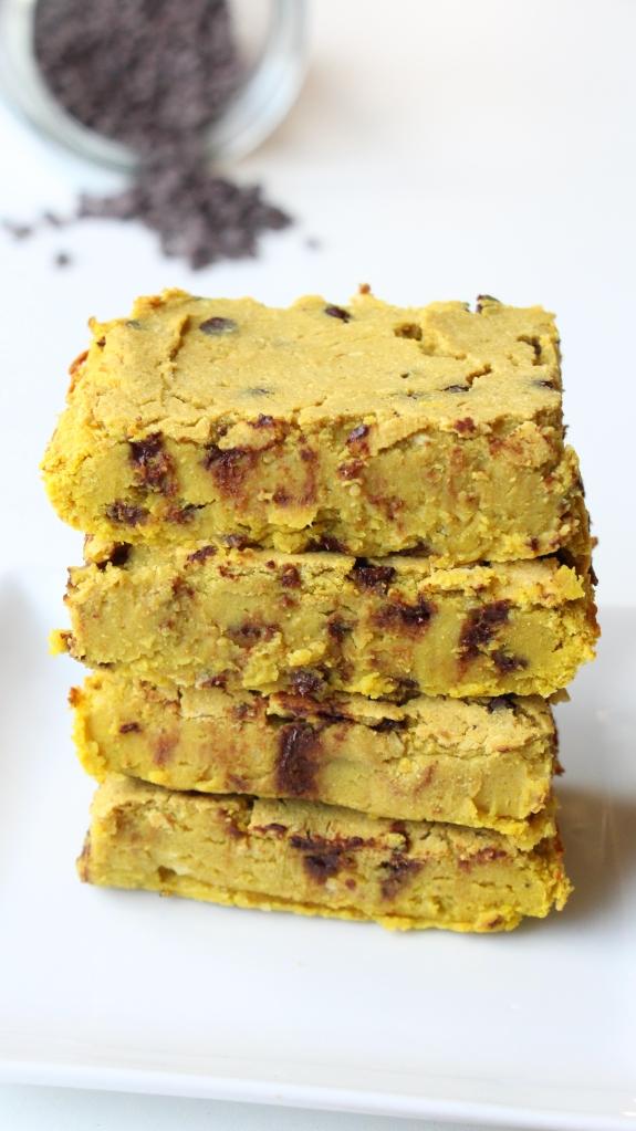 Blondie protéiné vanille et pépites de chocolat. Blondie aux haricots blancs vanille chocolat